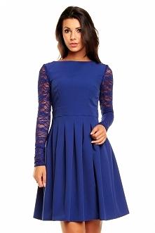 Niebieska sukienka z koronk...