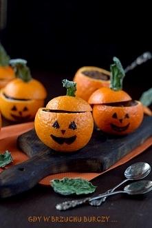 Budyń czekoladowy w miseczkach mandarynkowych