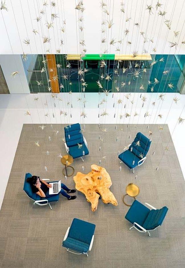 Nowoczesny design stolika i niesamowite wiszące dekoracje wnętrza! Zobacz jak urządzić nowoczesne biuro, jak wygląda projekt nowoczesnego biura - zainspiruj się! Zapraszam do wpisu na blogu Pani Dyrektor.