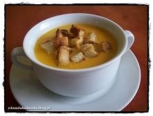 Zimno? Zjedz ciepłą zupkę :) 50 dag cebuli 2 łyżki masła łyżka mąki 100 ml białego wytrawnego wina 1,5 l bulionu listek laurowy kilka ziaren ziela angielskiego majeranek gałka m...