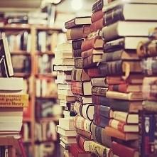 Szukam dobrych i ciekawych książek dla nastolatki :) Jak ktoś miałby od razu ...