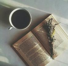 Za oknem śnieg z deszczem, a ja siedzą sobie z herbatką i czytam książkę :O