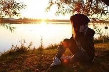tęskniła za nim jakby był jej , a przecież nie jest i nigdy nie będzie.