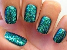 Poradnik manicure: pomysły na paznokcie z efektem szronu