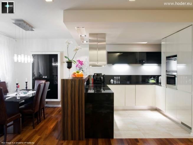Projekt kuchni minimalistycznej z blatami z kamienia.