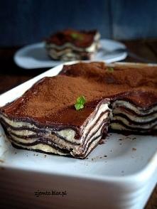 Czekoladowa lasagne Składniki: (na naczynie do zapiekania o wym. 24x15)  ciasto  300 g mąki pszennej 2 płaskie łyżki kakao 2 żółtka 1 łyżka oleju ok. 150 ml ciepłej wody masa se...