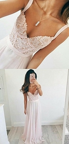 śliczna skromna sukienka