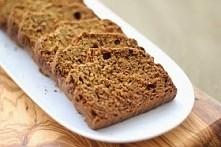 Chlebek bananowy bezglutenowy. Przepis pochodzi z bloga Lekko w kuchni. SKŁADNIKI: 4 banany 150 g mąki owsianej 50 g mąki ryżowej 100 g mąki kukurydzianej 50 g brązowego cukru (...