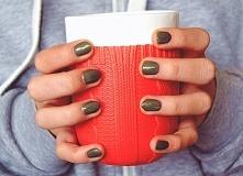 Jeśli chcesz wiedzieć jak zrobić tani manicure hybrydowy zapraszam na blog bookwrittenrose.blogspot.com <3