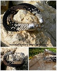 moonsfactory.wordpress.com  Piękna podówjna bransoletka wykonana z wysokiej jakości koralików firmy toho. Niepowtarzalny, trójkolorowy wzór wyróżnia ją na tle innej biżuterii. I...