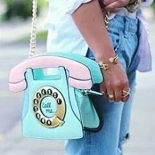 Torebka w kształcie telefonu. Dziewczyny KIT czy HIT?