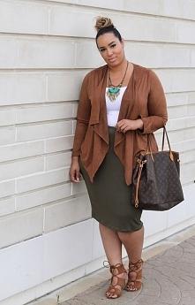 Najmodniejsze kolory sezonu — khaki i burgund w stylizacjach plus size.