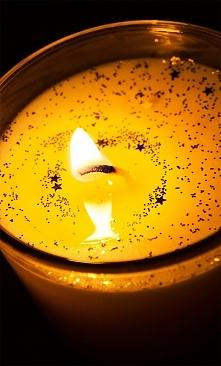 Świeczka waniliowa - pięknie pachnie.