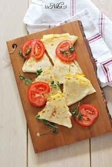 Quesadilla z serem, ananasem, szynką i kukurydzą. Przepis po znajdziecie po kliknięciu w zdjęcie. Zapraszam! :)