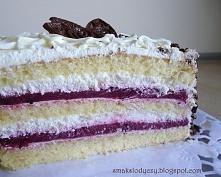 tort śmietankowy z musem porzeczkowym Kolejny tort z musem, tym razem z musem...
