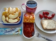 Śniadanie + przekąska do pracy :P w puszcze makrela w pomidorach :P