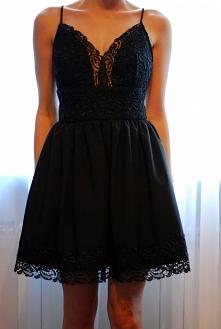 Czarna sukienka z koronką od Ready Look