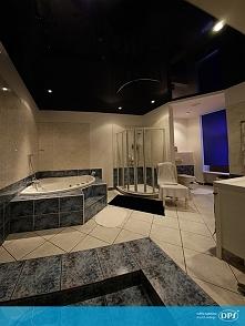 Piękna, duża łazienka z sufitem napinanym DPS. Kto by takiej nie chciał? :)