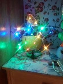 Świecąca gwiazdka na choinkę, wykonana z drutu