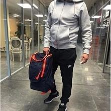 Twój chłopak trenuje piłkę nożną? Ten plecak NIKE to świetny wybór na prezent...