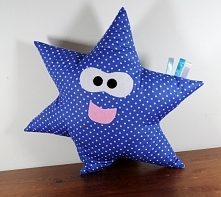 Poduszka gwiazdka, uszyta z bawełny, wypełnienie antyalergiczne.