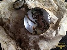Przedstawiam ręcznie robione breloczki. Breloczki są w kolorze starego złota/miedzi/srebra. Mogą być okrągłe, owalne lub kwadratowe. Jeżeli chodzi o wybór kształtu, wielkości lu...