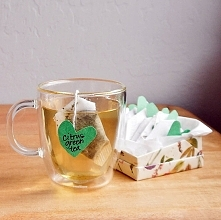 Torebeczki z herbatą: Prezent DIY ma to do siebie, że jest cudownie spersonalizowany. Możemy pokusić się o stworzenie mieszanki z herbatą stworzonej z myślą o kimś bliskim. Doda...
