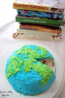 Szukasz prezentu dla podróżnika? Tort w kształcie globusa? Genialne!  A na dobrą sprawę - uniwersalne. Masz siostrę kochającą zwierzęta? Tort może przybrać buźkę psiaka. Brata u...