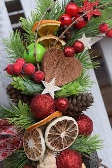 Wianek świąteczny- pomarańcze, jabłka,grejpfruty,czerwone dodatki.Wianki od D...