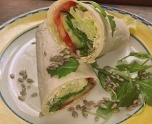 Domowa tortilla z serkiem i warzywami- przepis na fanpage zesmakiemnaTy zapraszam:)