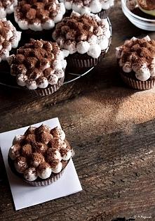 HIT Babeczki tiramisu :) Uroczo udekorowane babeczki o smaku włoskiego deseru, lub przynajmniej go przypominające ;-). Ciasto babeczkowe jest o smaku lekko kawowym, nie dominują...