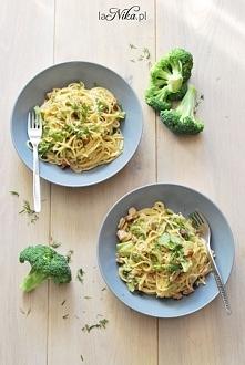 Makaron z brokułami, boczkiem i pieczarkami. Idealny obiad... pyszne połączen...