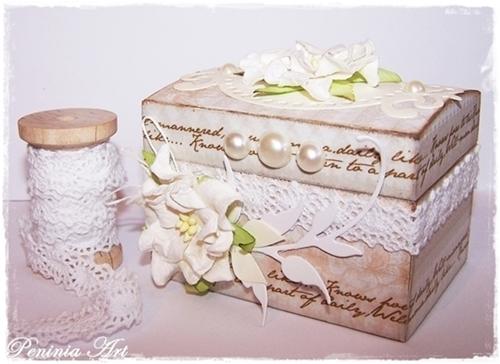 Taką szkatułkę można ozdobić samemu.Jeśli włoży się w to dużo serca to może wyjść coś naprawdę pięknego:)