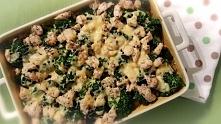 Zapiekany ryż z brokułem i kurczakiem – składniki:      2 torebki ryżu     2 pojedyncze piersi z kurczaka     3 marchewki     olej do smażenia     sól     2 brokuły     pieprz  ...