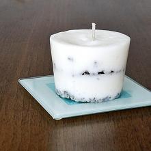 możemy własnoręcznie wykonać świeczkę z resztek starych świeczek.  Możemy dodać też aromaty! dzięki czemu nasz pokój będzie pięknie pachniał po odpaleniu takiej świecy ;)