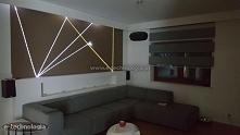 Oświetlenie ściany w salonie stworzone przez zestaw do ścian firmy E-Technologia. Oświetlenie do ściany w salonie galeria zdjęć na stronie E-Technologia. Oświetlenie w ścianie p...