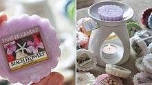 Biały, ceramiczny kominek z woskami yankee candle o różnych zapachach