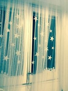 gwiazdy z papieru naklejone klejem z maki :) coś z niczego
