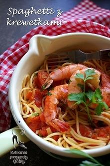 Spaghetti ze smażonymi pomidorami i krewetkami