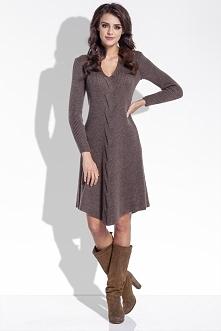 Wełniana sukienka z warkoczem, pięknie podkreślająca talię. Ogrzewa i otula zimową porą, kup na fobya.com