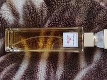 Śliczne perfumy Elizabeth A...