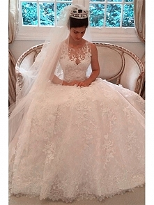 SLEEVELESS BUTTOM BACK LACE WEDDING DRESS WITH SWEEP TRAIN dressbib.com