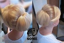 Włosy blond upięte eleganck...