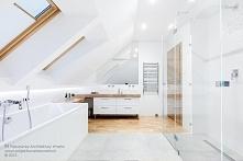 Łazienka w połączeniu bieli, betonu i drewna. Nowoczesna i funkcjonalna.