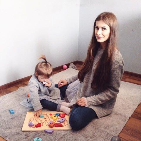 Słodka Nina w sweterku z tiulem od Two Moon Kids & Piękna mama w sweterku od TwoMoon