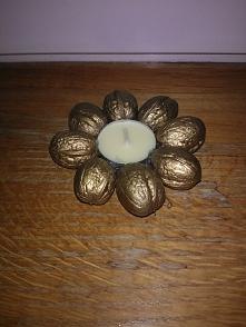 świecznik z orzechów :)