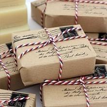 Ciekawy sposób na zapakowanie prezentu dla miłośników listów