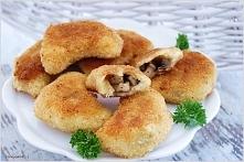 Ziemniaczane, panierowane pierożki z pieczarkami Ciasto: 1,5 kg ziemniaków, 6 łyżek mąki ziemniaczanej, 6 łyżek mąki pszennej, 2 jajka, sól Farsz: 500g pieczarek lub innych grzy...