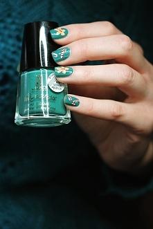 Zimowe zdobienie paznokci :) słodkości malowane ręcznie  Lakier bazowy Joko J142 Coriander Green Więcej na smartlifestylepl