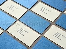 Wizytówki kaszerowane to wizytówki dwu lub trzywarstwowe. Kaszerowanie polega na sklejeniu ze sobą kilku arkuszy papieru.  Możemy skleić dwa arkusze tego samego papieru i w ten ...